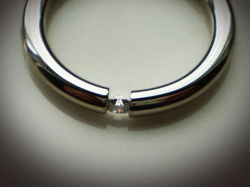 Fehérarany tórusz gyűrű briliáns kővel 2