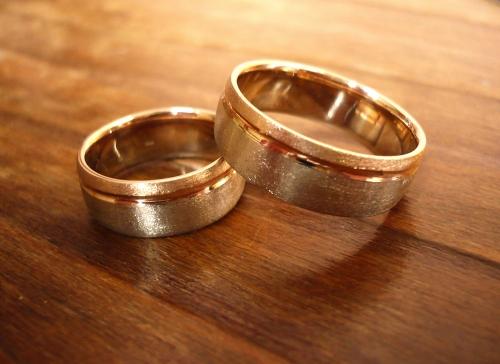 Sárgaarany-fehérarany karikagyűrű