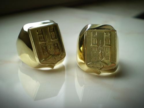 Fót címeres arany pecsétgyűrűk