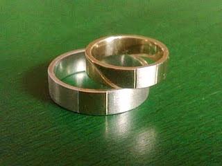 Ezüstben arany és aranyban ezüst karikagyűrű