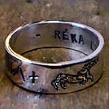 Rovás karikagyűrű két gyereknévvel, szarvassal