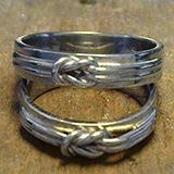 Fehérarany karikagyűrű vitorlás csomóval