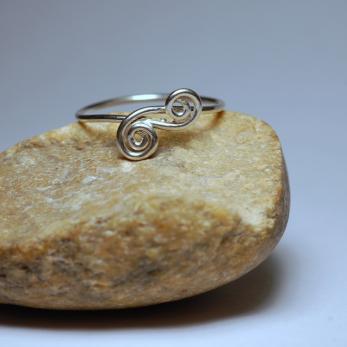 Duplaspirálos gyűrű
