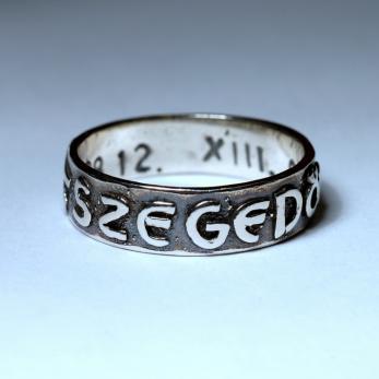 Feliratos gyűrű