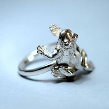 Sántabéka gyűrű
